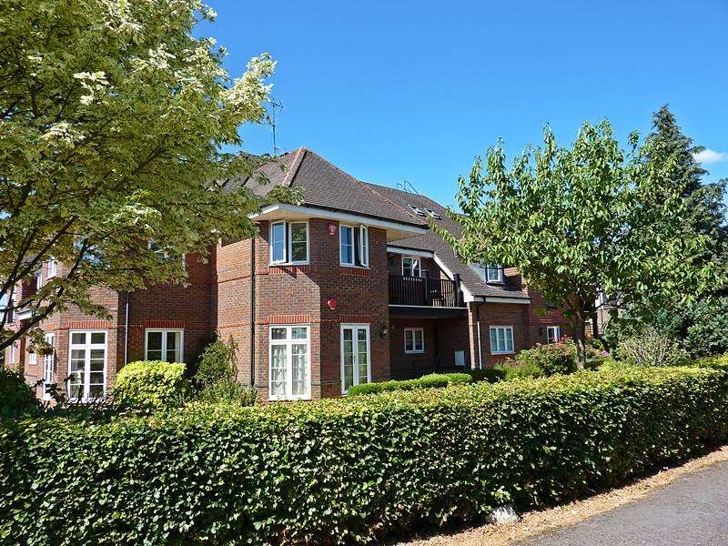 3 Bedrooms Flat for sale in FLACKWELL HEATH