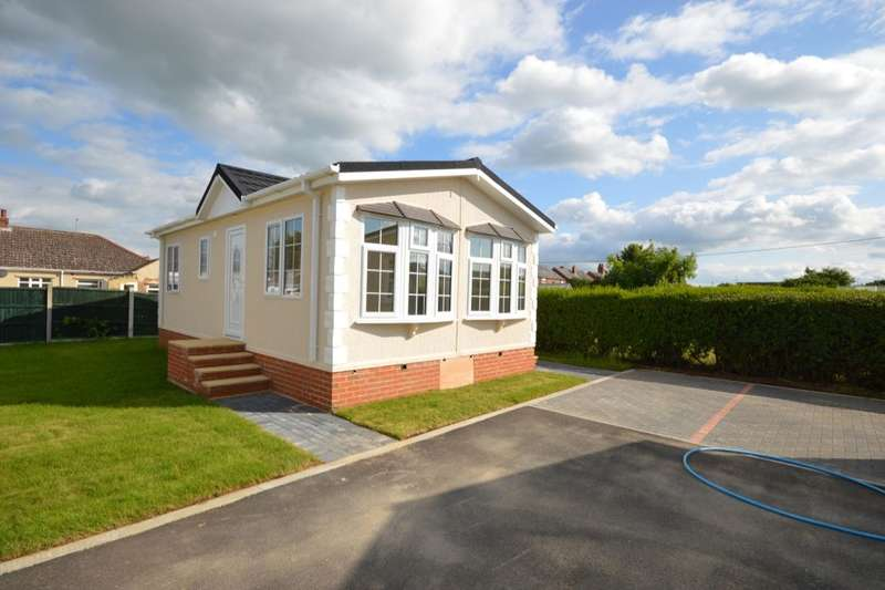 2 Bedrooms Detached Bungalow for sale in Ambleside Park, North Hykeham, Lincoln, LN6