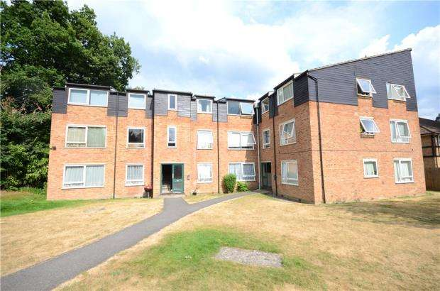 2 Bedrooms Apartment Flat for sale in Rectory Close, Bracknell, Berkshire