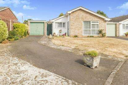 3 Bedrooms Bungalow for sale in Ormesby Way, Bedford, Bedfordshire