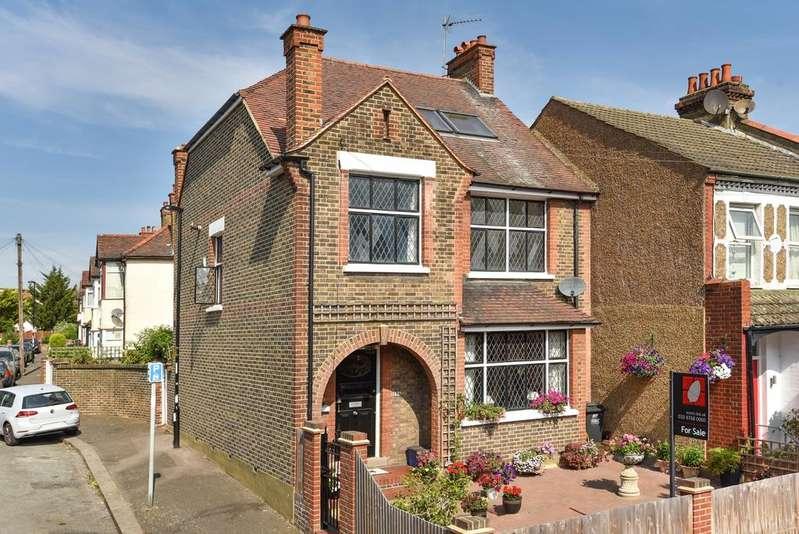 5 Bedrooms Detached House for sale in Woodside Avenue London SE25