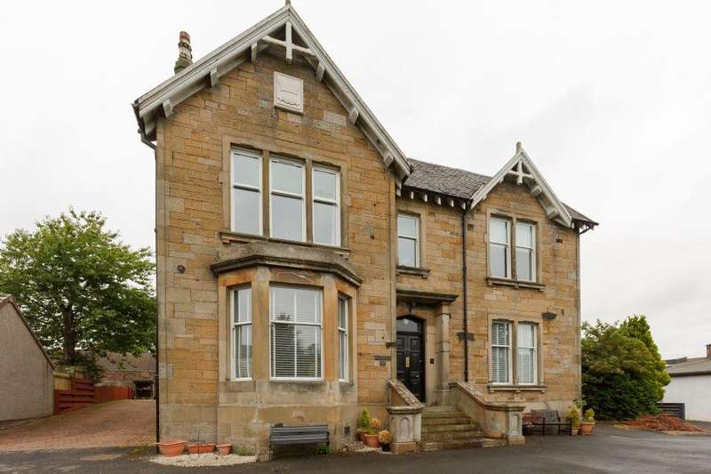 4 Bedrooms Flat for sale in 132a, West Main Street, Uphall, EH52 5DY