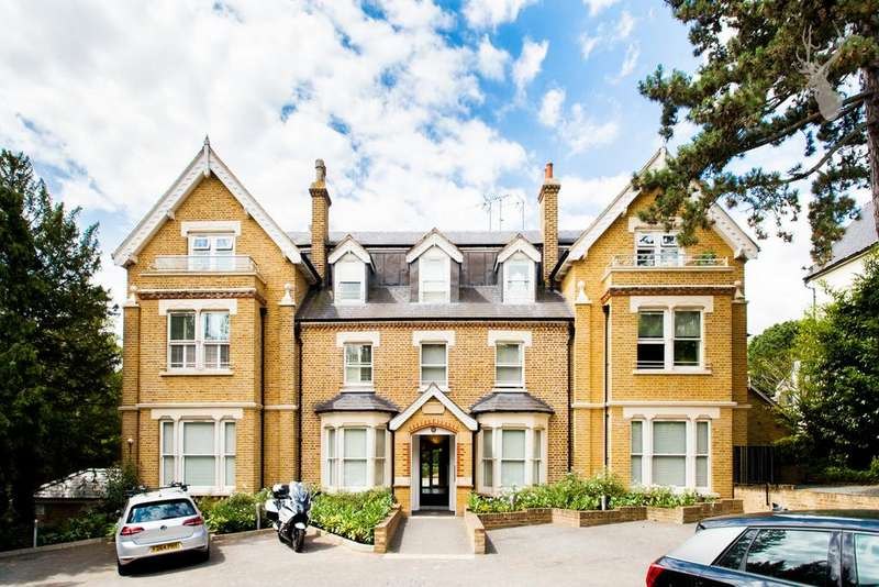 2 Bedrooms Flat for sale in Piercing Hill, Theydon Bois, CM16
