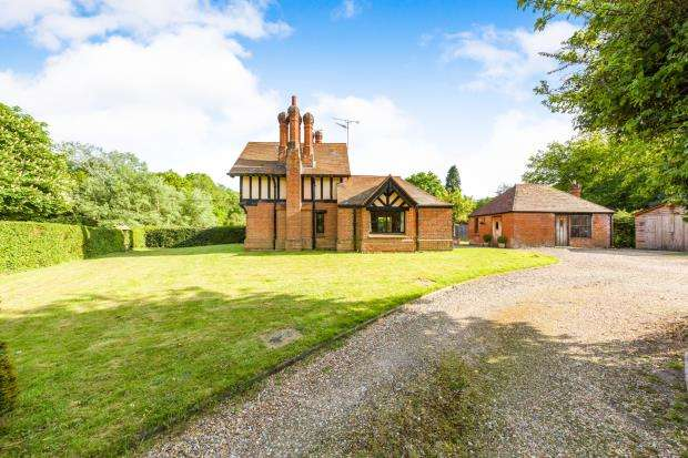 3 Bedrooms End Of Terrace House for sale in Eversley, Hook, Hampshire