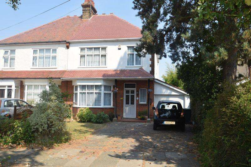 3 Bedrooms Semi Detached House for sale in Southbourne Gardens, Westcliff-On-Sea