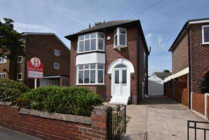 3 Bedrooms Detached House for sale in Binsted Road, Wadsley Bridge, Sheffield