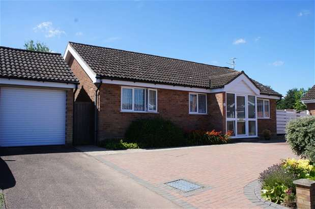 3 Bedrooms Detached Bungalow for sale in Ryton Close, Bedford