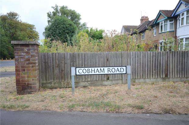 2 Bedrooms House for sale in Cobham Road, Woodley, Reading
