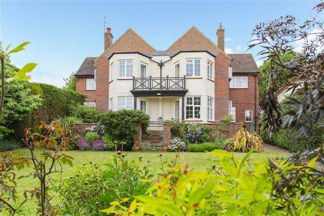 5 Bedrooms Detached House for sale in Shirley Road, Hove