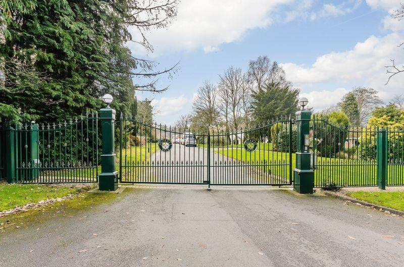 6 Bedrooms Detached House for sale in The Drey, Squirrell Walk, Sutton Coldfield
