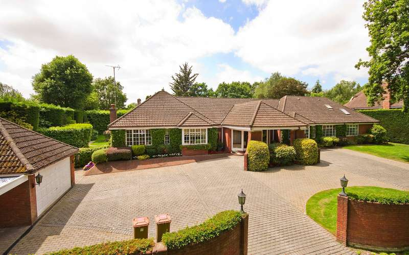 5 Bedrooms Detached Bungalow for sale in Woodside Walk, Northwood