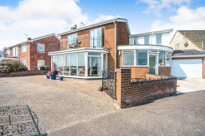 4 Bedrooms Detached House for sale in Great Yarmouth, Norfolk