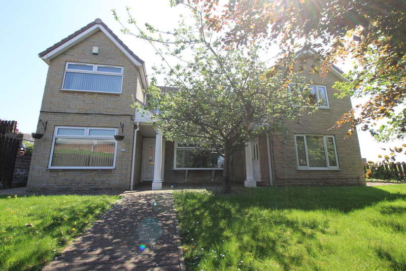 4 Bedrooms Detached House for sale in Heckmondwike Road , Dewsbury Moor