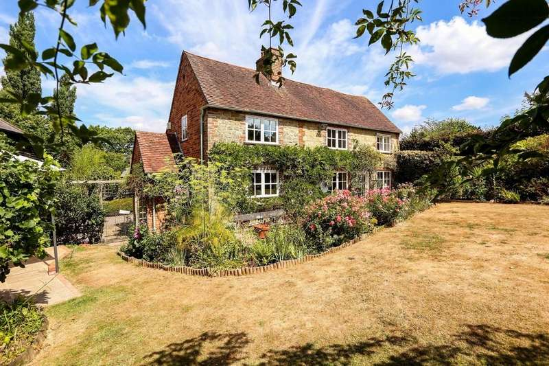 3 Bedrooms Detached House for sale in Rogate, West Sussex