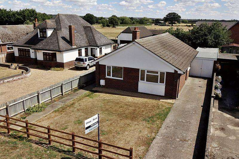 3 Bedrooms Detached Bungalow for sale in Hitchin Road, Upper Caldecote