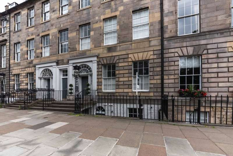 2 Bedrooms Flat for sale in Queen Street, New Town, Edinburgh, EH2 3NS