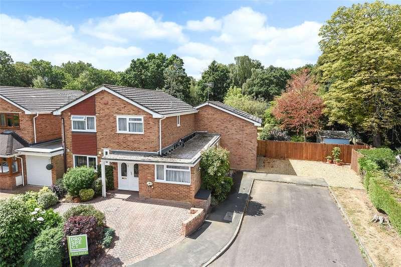 5 Bedrooms Detached House for sale in Wellesley Close, Bagshot, Surrey, GU19