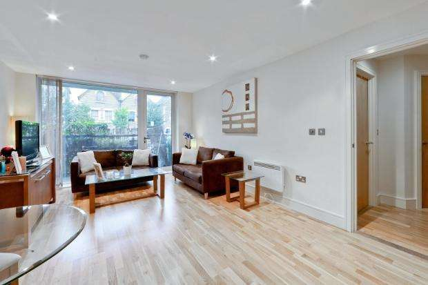 2 Bedrooms Flat for sale in Drayton Park, London N5