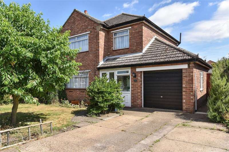 3 Bedrooms Detached House for sale in Beverley Grove, North Hykeham, LN6