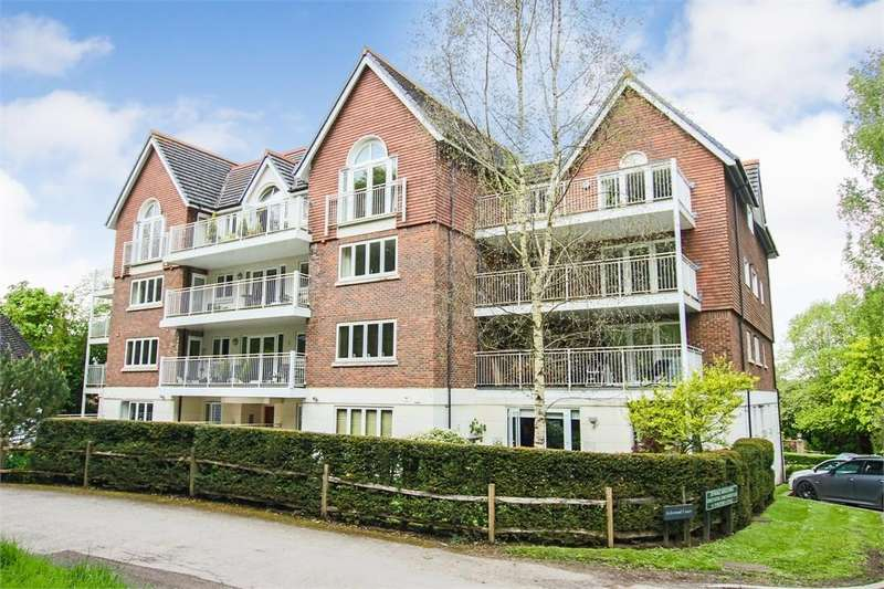 2 Bedrooms Flat for sale in Highgate Road, Forest Row, East Sussex