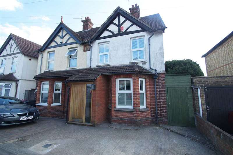 3 Bedrooms Semi Detached House for sale in 'Windsor View',, 112 Cippenham Lane, Cippenham