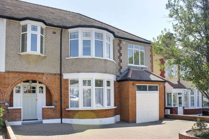 5 Bedrooms Property for sale in Woodland Way, London