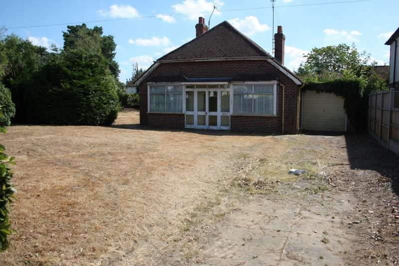 3 Bedrooms Detached Bungalow for sale in Loddon Bridge Road, Woodley, Reading, RG5