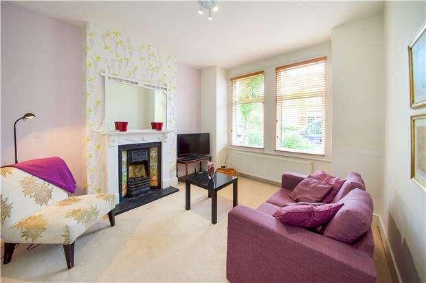 2 Bedrooms Flat for sale in Astonville Street, LONDON, SW18 5AL
