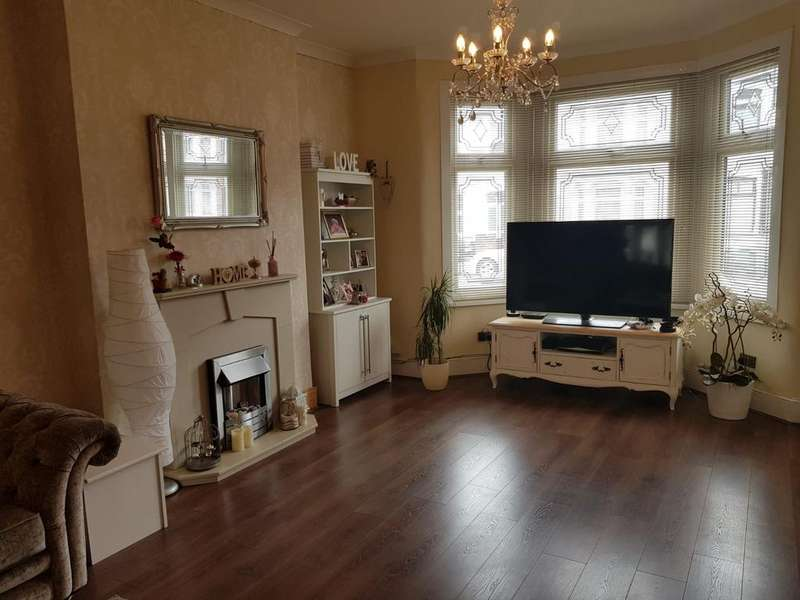 4 Bedrooms Terraced House for sale in Mortlake Road, Ilford, Essex IG1