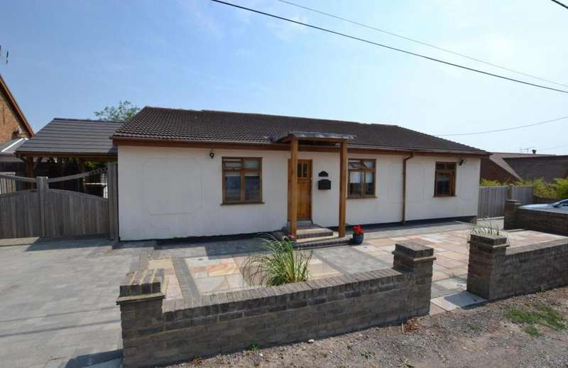 3 Bedrooms Detached Bungalow for sale in Ramsden View Road, Wickford, Essex, SS12