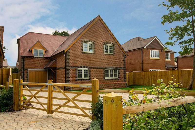 4 Bedrooms Detached House for sale in Croft Road, Spencers Wood, Reading