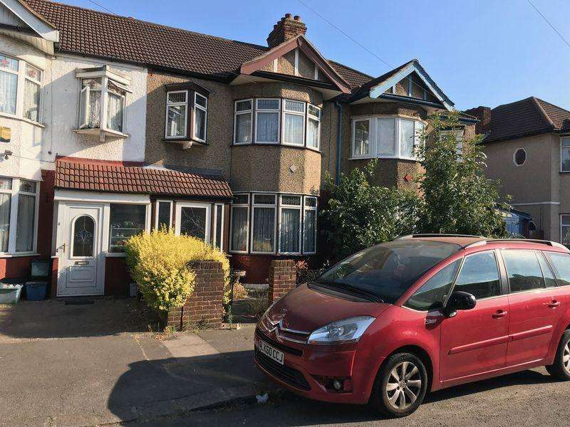 3 Bedrooms Terraced House for sale in Elstree Gardens, Ilford
