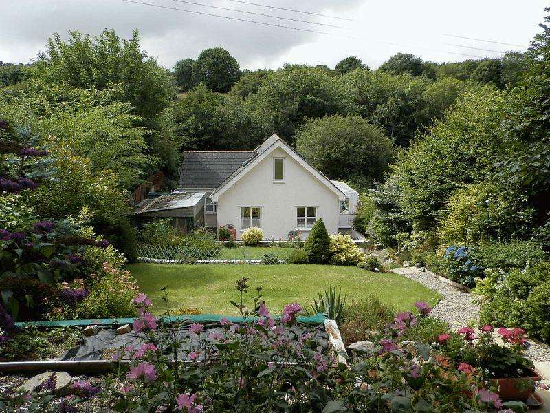 3 Bedrooms Detached House for sale in St Dogmaels, Cardigan