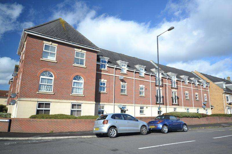 2 Bedrooms Flat for sale in Britton Gardens, Kingswood, Bristol