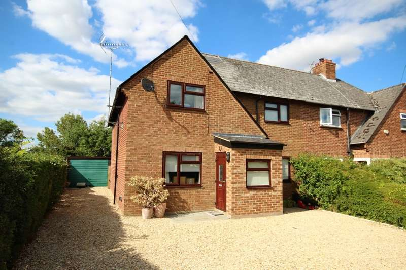 4 Bedrooms Semi Detached House for sale in Downfield Road, Waltham St Lawrence, RG10