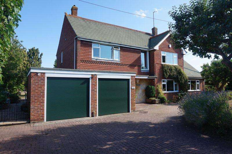 5 Bedrooms Detached House for sale in Lower Way, Thatcham
