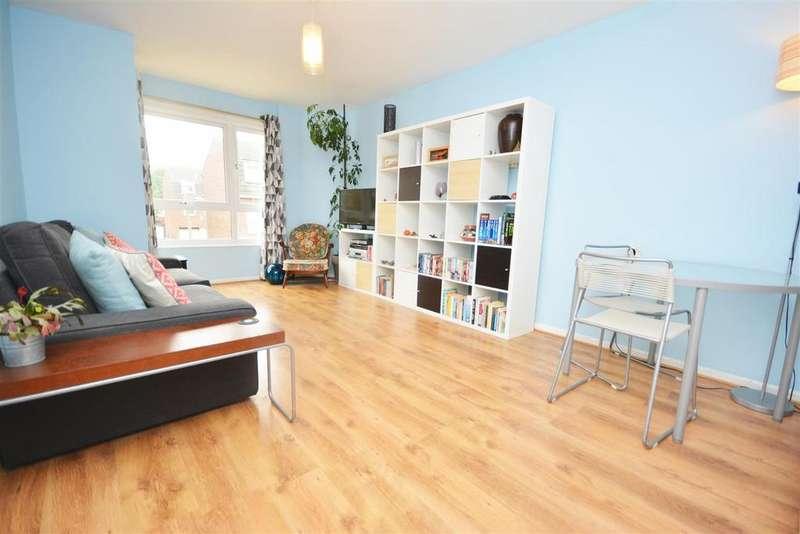 1 Bedroom Flat for sale in Brangwyn Crescent, London