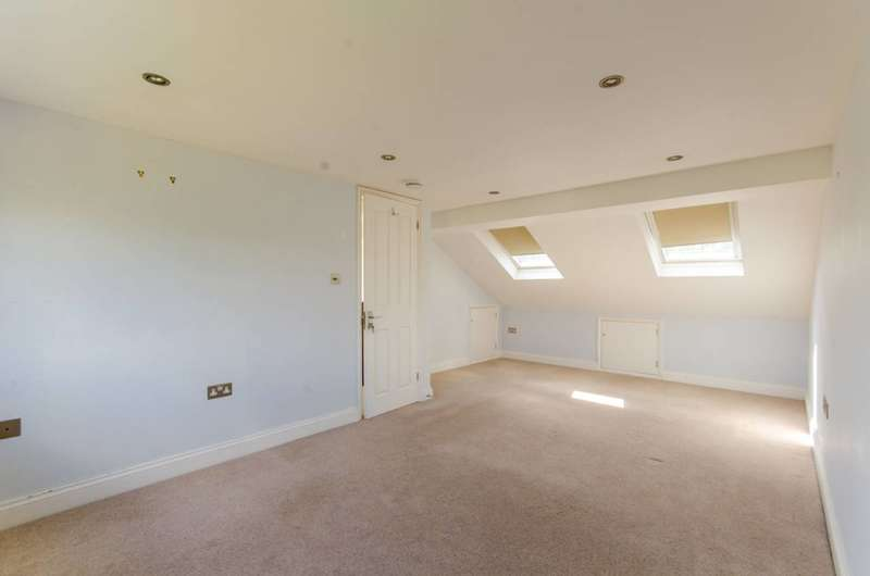 4 Bedrooms House for sale in Maidstone Road, Bounds Green, N11