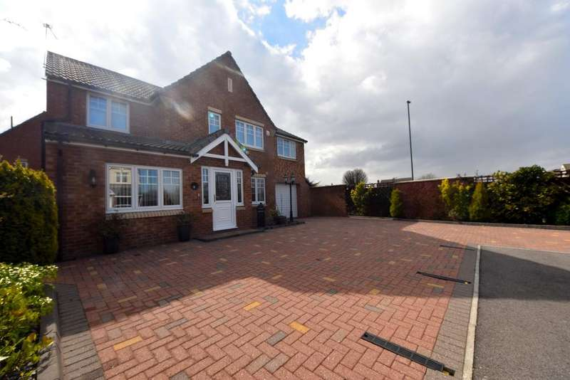 4 Bedrooms Detached House for sale in Trevose Close