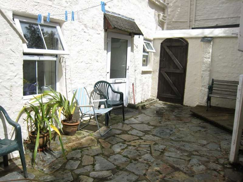 1 Bedroom Ground Flat for sale in Marazion, Cornwall