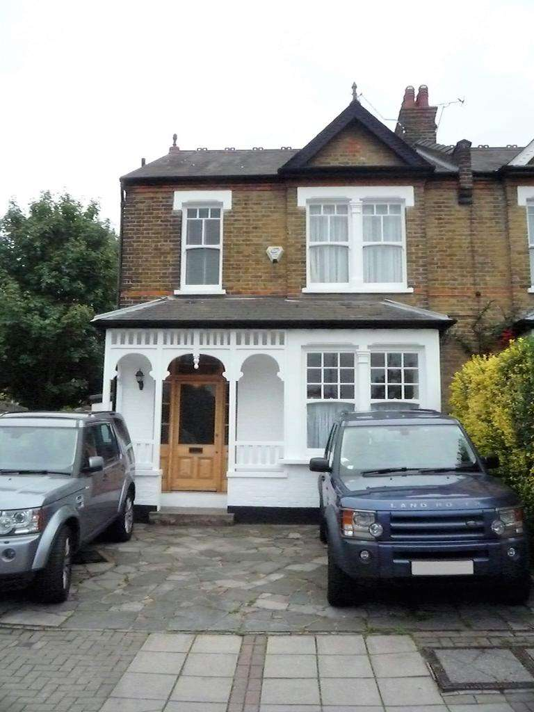 4 Bedrooms Semi Detached House for sale in Oakleigh Road North , Whetstone N20