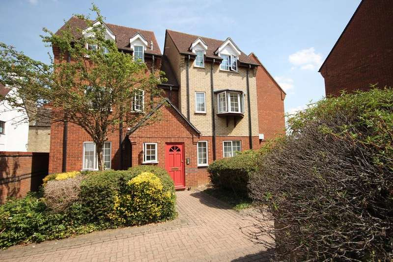2 Bedrooms Apartment Flat for sale in St Francis Court, Shefford, SG17