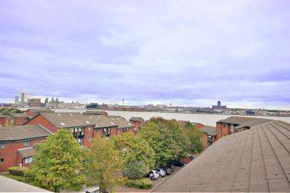 3 Bedrooms Flat for sale in Priory Wharf, Birkenhead, Wirral, CH41