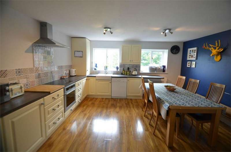3 Bedrooms Terraced House for sale in Parliament Close, Stroud, Gloucestershire