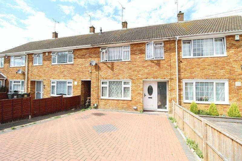 3 Bedrooms Terraced House for sale in Spacious Family Home Overlooking Parkland, Landrace Road