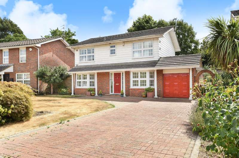4 Bedrooms Detached House for sale in Bowry Drive, Wraysbury, TW19