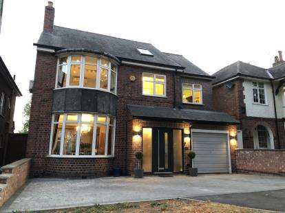 5 Bedrooms Detached House for sale in Welford Road, Knighton, Leicestershire