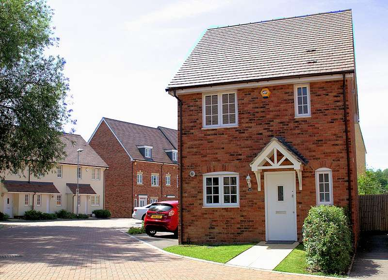 3 Bedrooms Detached House for sale in Northlands Place, Basildon, Essex, SS13 1FN