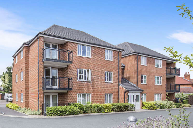 2 Bedrooms Flat for sale in Watts Drive, Shepshed, Loughborough, LE12