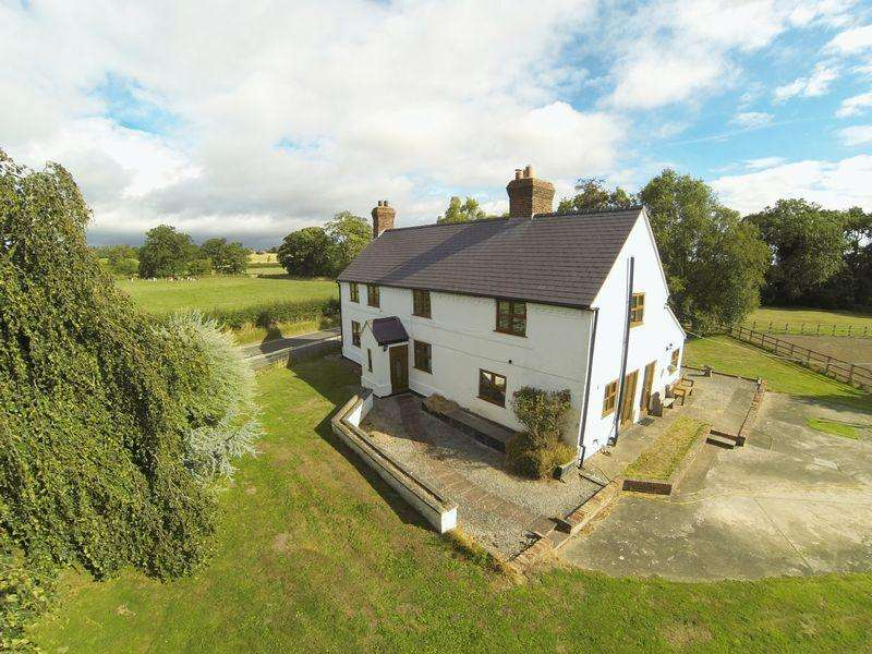4 Bedrooms Detached House for sale in Eyton Hall Lane, Eyton, Wrexham